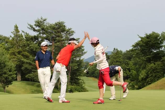 ゴルフは男女混合でプレイできるスポーツ!