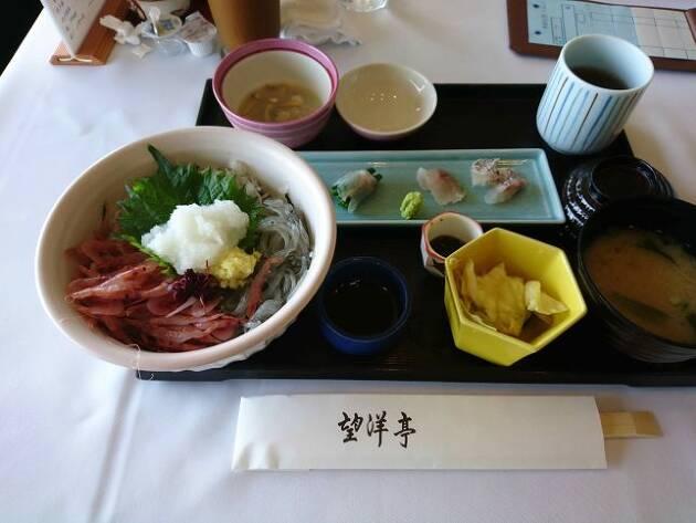 神奈川県「平塚富士見カントリークラブ(望洋亭)」の駿河湾直送の海鮮・三色丼!