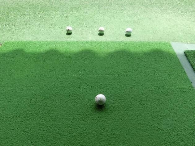 練習場では出球の方向に集中!