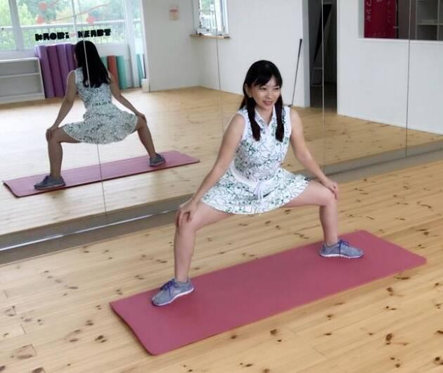 足は大きく! 足先膝の向きは外側で身体を安定させましょう