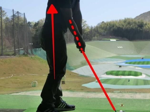 腕の角度がほどけると伸び上がりスライスの原因に