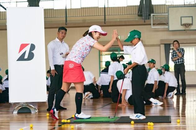 中学校でゴルフの授業を実施!