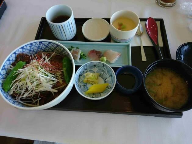 神奈川県「平塚富士見CC」の季節のおすすめ料理は、恐る恐る食べ始めた「いわし照焼丼」です!