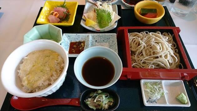 神奈川県「レイクウッドGC」の本日のおすすめは、ヘルシーな「麦とろとミニせいろそば」です!
