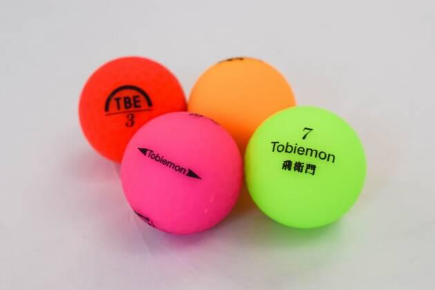 飛衛門の蛍光マットボールはカラーいろいろ!