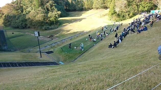朝のドライビングレンジでは、選手達が練習を始めました!