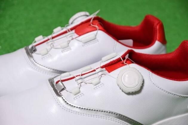 ゴルフシュースには紐タイプとワイヤータイプがある