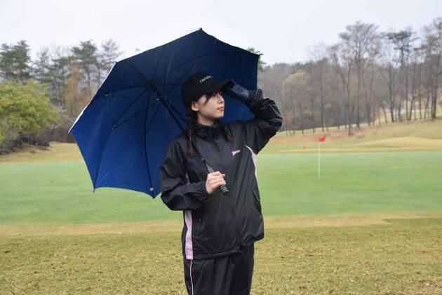 雨のゴルフ ラウンド前の練習はやめておこう