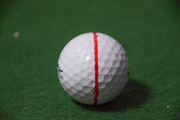 ボールに線を書いてみた! 赤い線