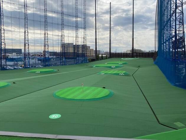 外も中もジャンボなゴルフ練習場