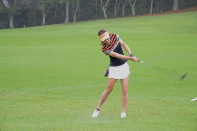 ゴルフを始めたばかりの時は小さなスイングで三角形を意識!