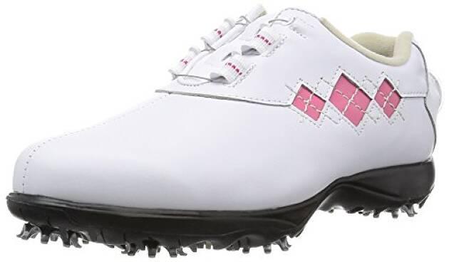 機能性や履きやすさを考えて作られたオシャレなゴルフシューズ