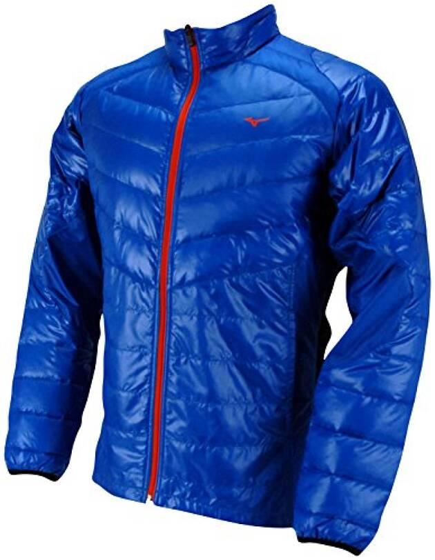 脱ぎ着がしやすい上着で温度調節
