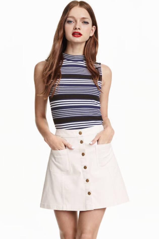 H&MのAラインスカートで女性らしさを演出