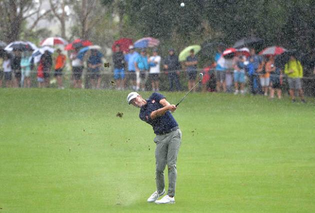 雨ゴルフのあれこれ