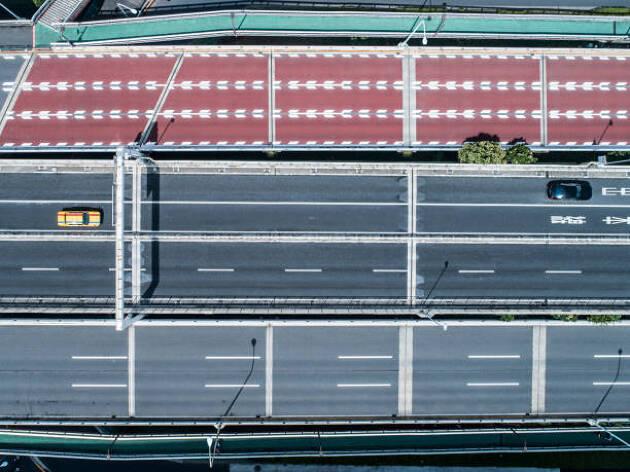 ☆高速道と一般道が並行して走っている、整備された道路もある! 高速塘路と一般道を使い分けましょう!