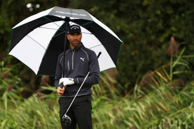 梅雨でも快適にゴルフができるレインギアを紹介!