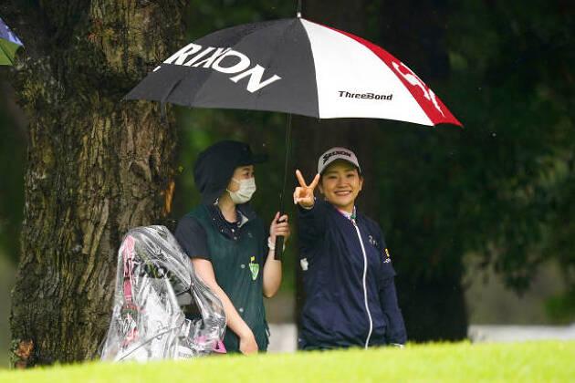 雨ゴルフのレインウェアとして、ウインドブレーカーとしても優秀