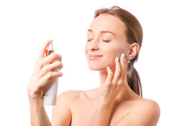仕上げにサッと一吹き。化粧崩れ防止ミスト