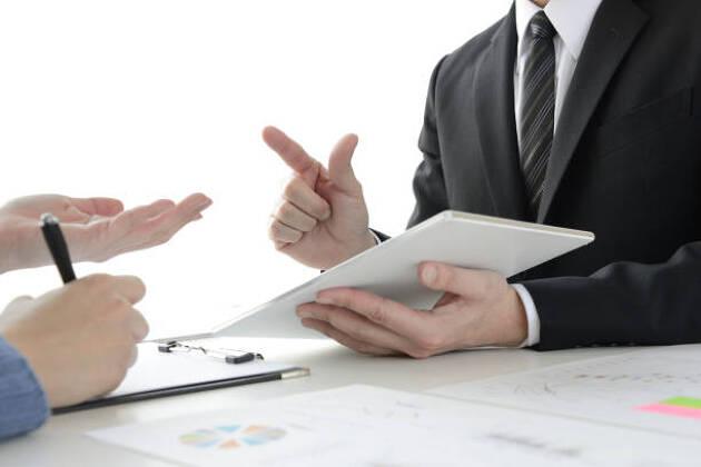 最終決定前に必ず前任の幹事や中心となる人に確認を