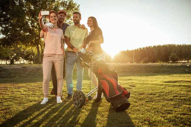 「ゴルフ用」として販売されているウェアでなくても大丈夫