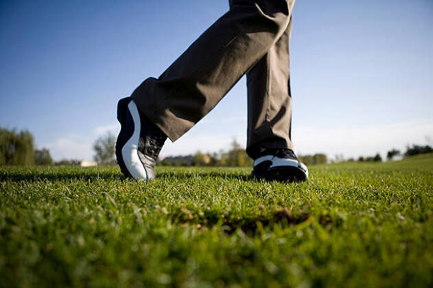 ゴルフシューズ選びのポイント4.アウトソールの硬度