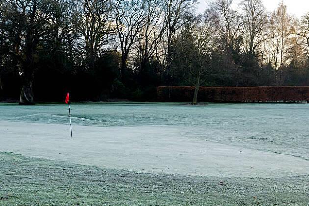グリーンが凍っていることも!