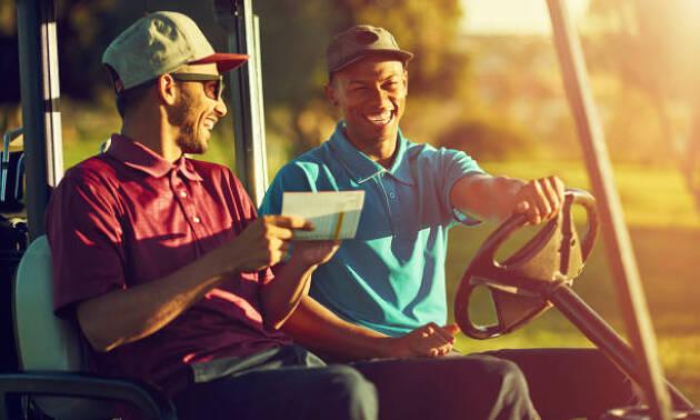 様々な経歴の同伴ゴルファー