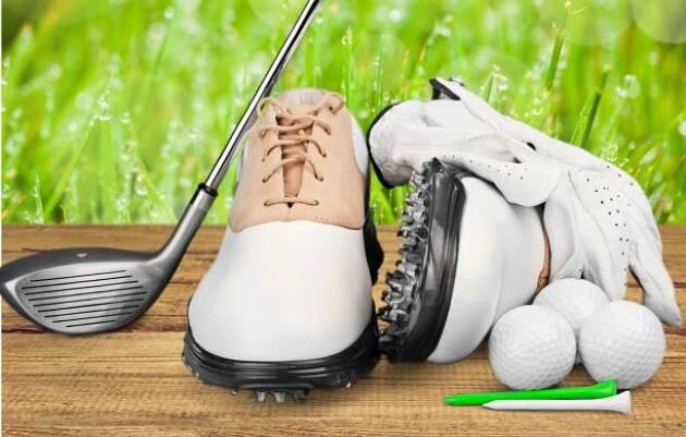 ゴルフシューズにはソフトスパイクとスパイクレスがある