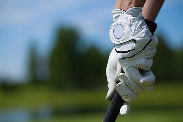 ゴルフグローブは右手? 左手? 両手? どう着ける?