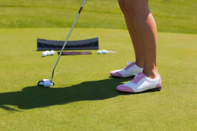レディース用のゴルフスパイクはグリップか快適さを参考に選ぼう