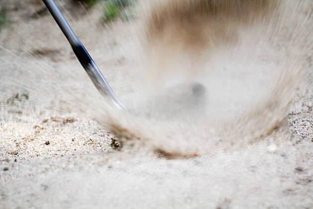 柔らかい砂では大きいバウンスのクラブを!