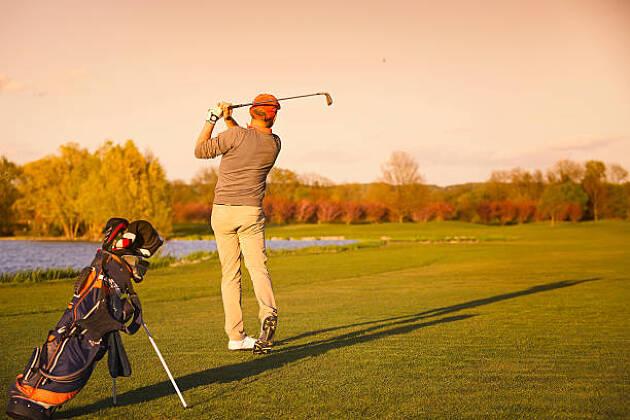 ゴルフバッグは担ぎが主流
