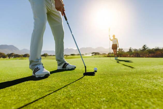 メンズ用のゴルフスパイクはスポーツ経験や体力を参考にしよう