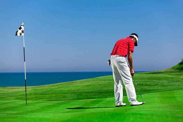4−3.自分のゴルフマーカーが同伴者のライン上に位置する場合は?