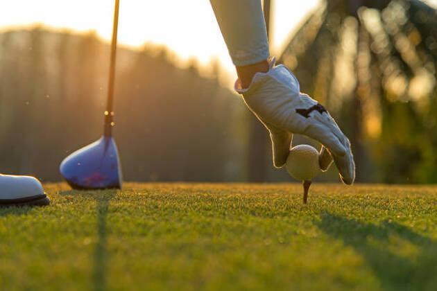 ゴルフ場と自宅の行き帰りの正装はジャケパン革靴