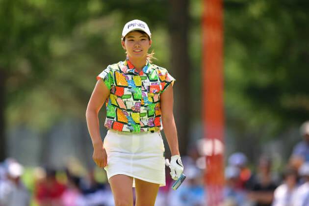 毎シーズン売り出される数多くの華やかなゴルフウェア
