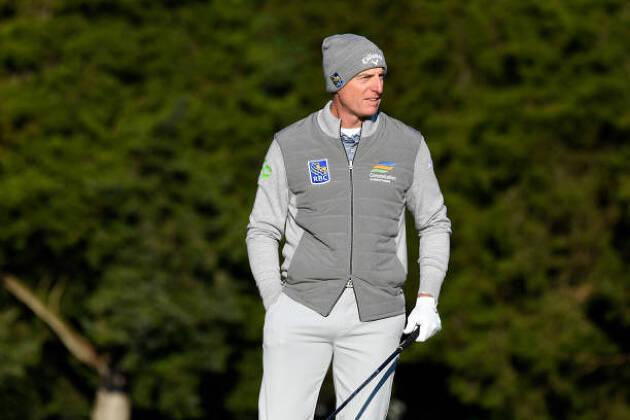 冬のゴルフウェアでは、「襟」は付いていれば見えてなくてもOK!