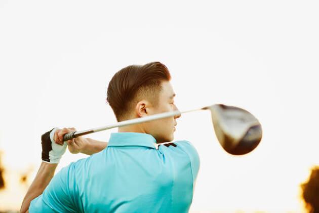米国メーカーのゴルフクラブを買う場合、ゴルファーには二つの選択肢があります
