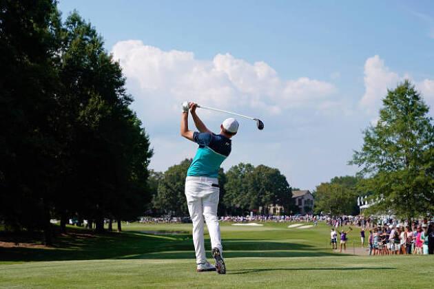 ゴルフスイング中に左尻を引く動きとは? タイミングは?