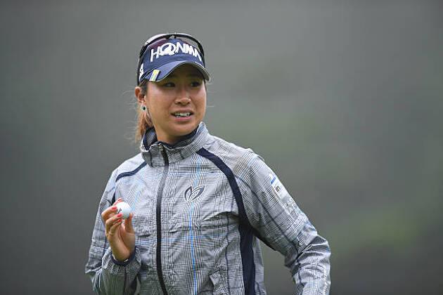 ゴルフ女子の必需品:レインウェア