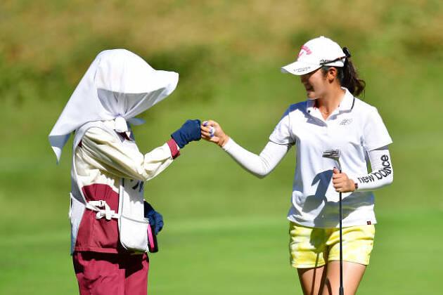 一般ゴルファーとハウスキャディー