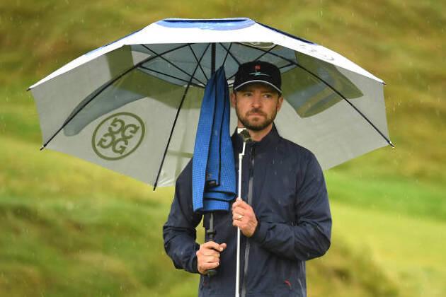 傘とタオルは必須