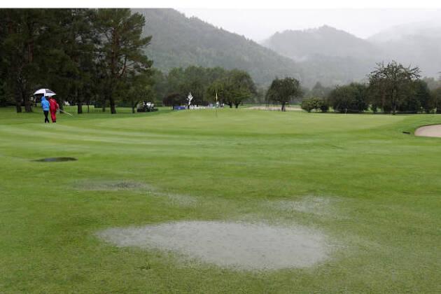 群馬県のコースも、それほどグリーンが遅くはないコースなのですが? 〜前日夕方に雨が降って刈れなかった?