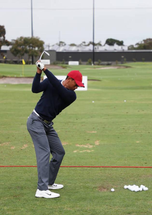 ショットを打った後の打球を見て、ゴルフスイングの傾向をつかむ