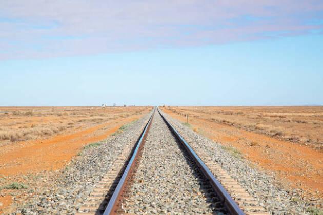 右を向きがちなアドレスは、線路をイメージすると防げる