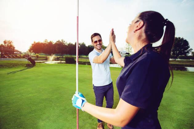 まずはゴルフをしている友達を探そう