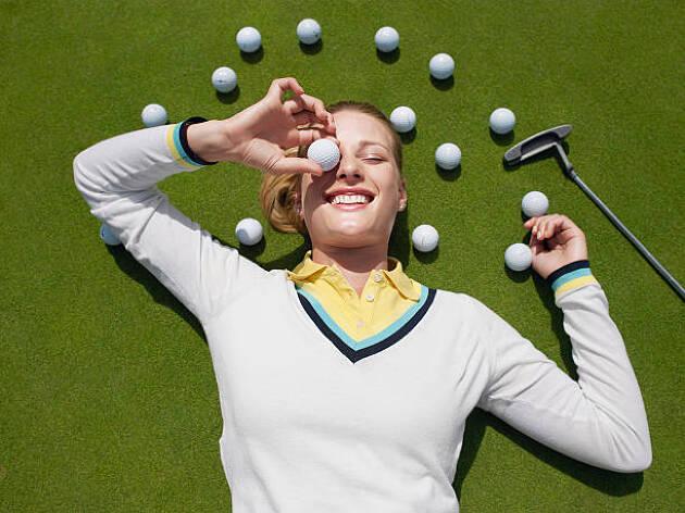 ゴルフボールがダイエットグッズに! 足裏マッサージで美脚を作る!