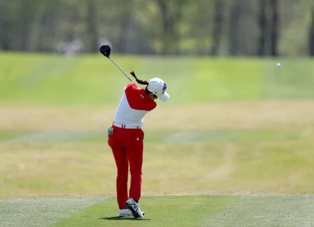 粘るシャフトはフック系のミスが出るゴルファーに